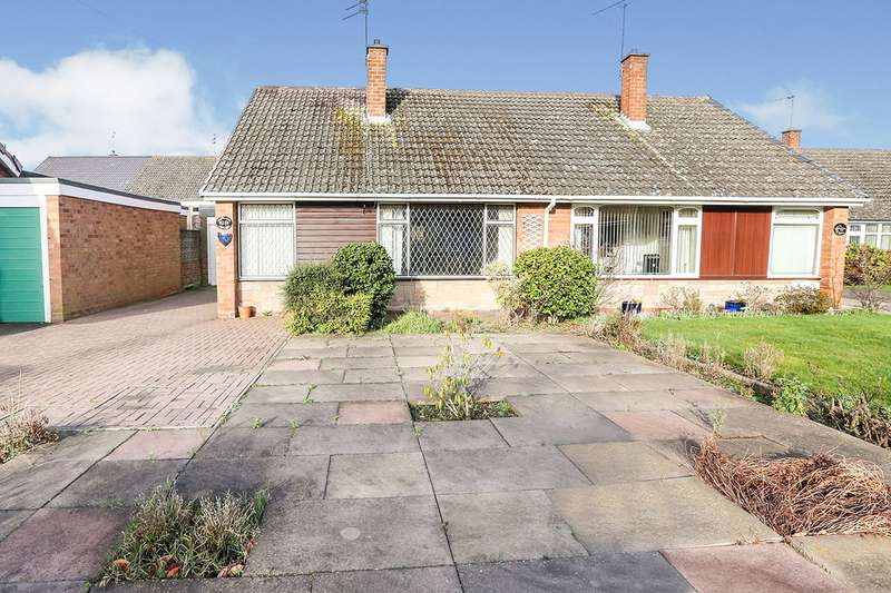 2 Bedrooms Semi Detached Bungalow for sale in Grovelands Crescent, Wolverhampton, West Midlands, WV10