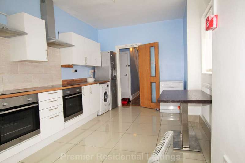 6 Bedrooms End Of Terrace House for sale in Lords Avenue, Salford