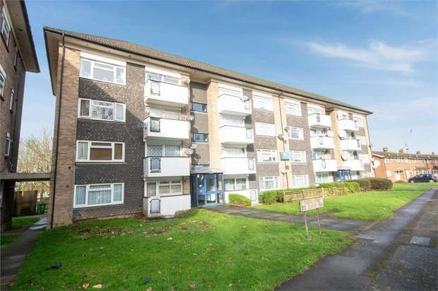 2 Bedrooms Flat for sale in Croxley View, Watford, Hertfordshire