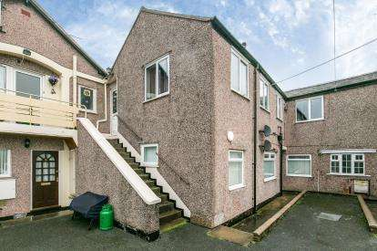 2 Bedrooms Flat for sale in Flat 3, Jubilee Street, Llandudno, Conwy, LL30