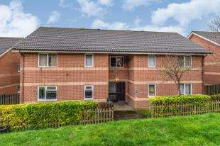 2 Bedrooms Flat for sale in Mountbatten Ave, Na, Chatham, Kent
