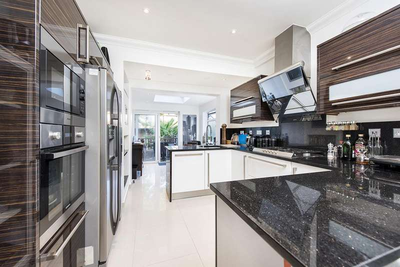 4 Bedrooms Semi Detached House for sale in St Georges Road, NW11