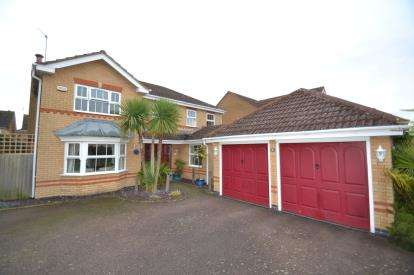 4 Bedrooms Detached House for sale in Meadow Sweet Road, Rushden, Northamptonshire