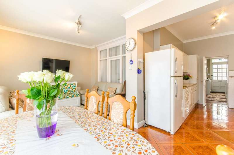 3 Bedrooms House for sale in Halford Road, Leyton, E10