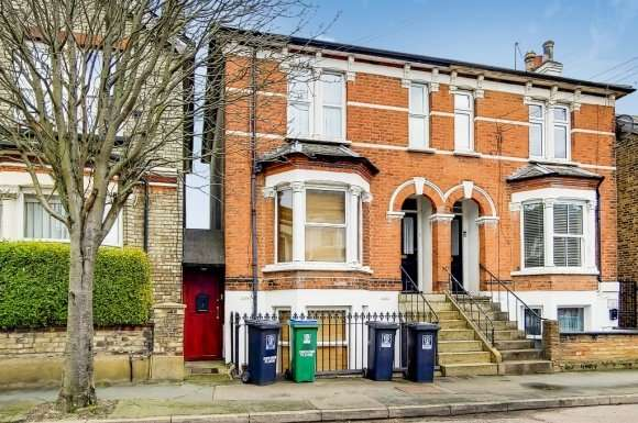 3 Bedrooms Flat for sale in Gladstone Road, Central Wat, Watford, WD17