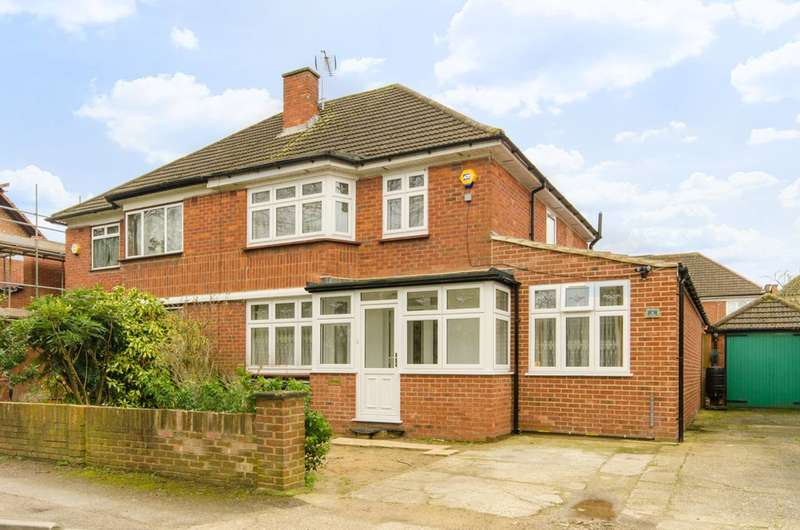 4 Bedrooms House for sale in Mulberry Close, Chingford, E4
