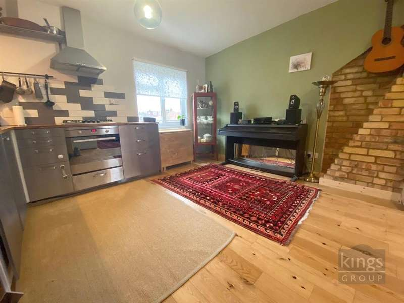 1 Bedroom Flat for sale in North Circular Road, London