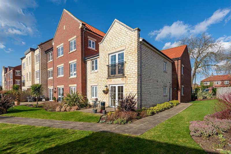 2 Bedrooms Apartment Flat for sale in 28 Ryebeck Court, Pickering, YO18 7FA