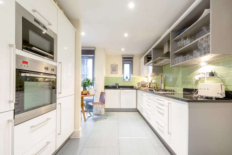 4 Bedrooms House for sale in Scott Avenue, West Hill, SW15
