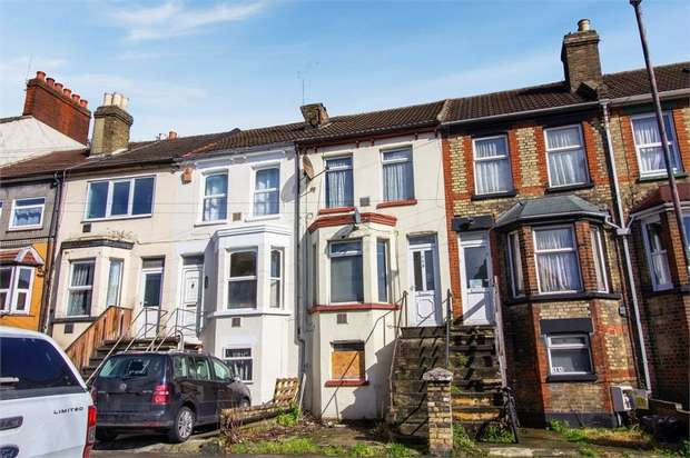 3 Bedrooms Terraced House for sale in Luton Road, Chatham, Kent