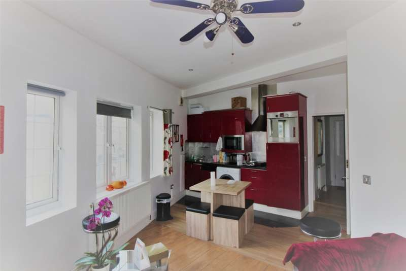 2 Bedrooms Flat for sale in Doric Way, Euston NW1