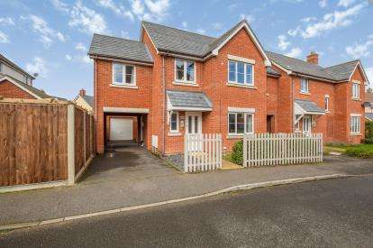 4 Bedrooms Link Detached House for sale in Wymondham, Norwich, Norfolk