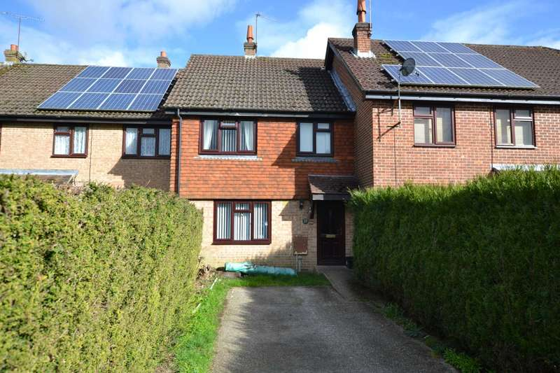 3 Bedrooms Terraced House for sale in Magpie Close, Bordon, Hampshire, GU35