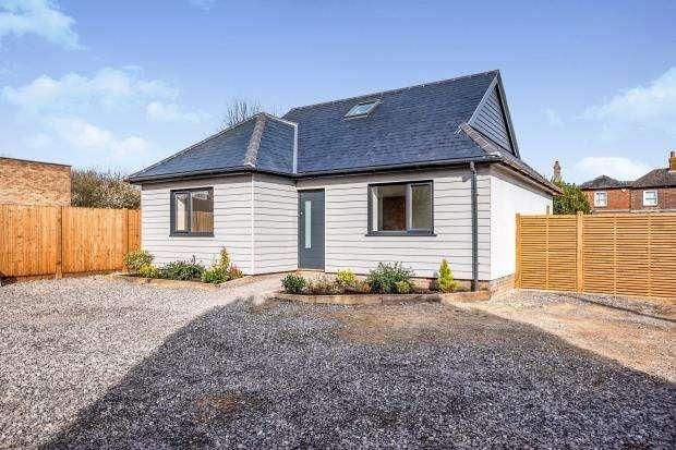 3 Bedrooms Bungalow for sale in Havant, Hampshire