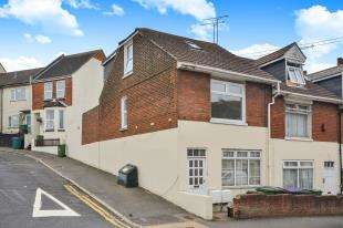 3 Bedrooms Maisonette Flat for sale in Black Bull Road, Folkestone, Kent