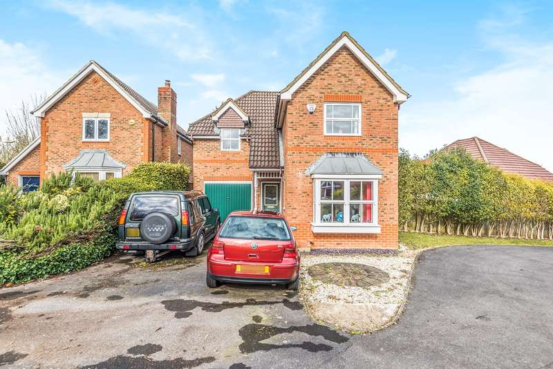 3 Bedrooms Detached House for sale in Redwing Road, Gabriel Park, Basingstoke, RG22