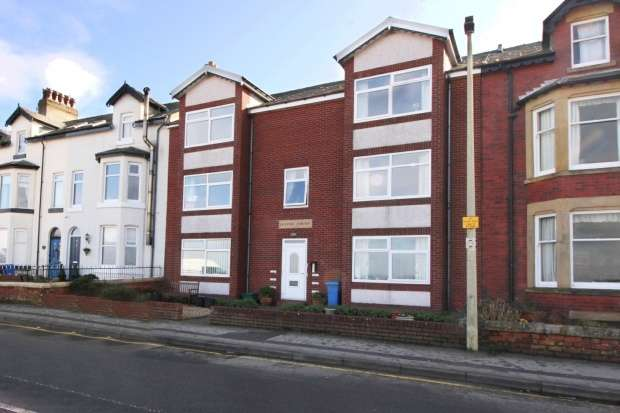2 Bedrooms Apartment Flat for sale in Oliver Court, Knott End-On-Sea, Lancashire, FY6 0AD