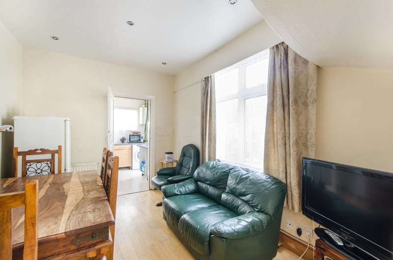 4 Bedrooms House for sale in Queenscourt, Wembley, HA9