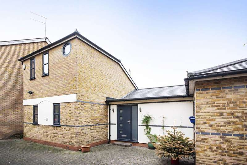 3 Bedrooms House for sale in Chester Crescent, Dalston, E8