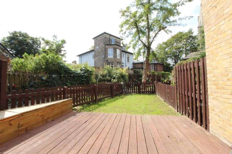 2 Bedrooms Property for sale in Whidborne Close, London