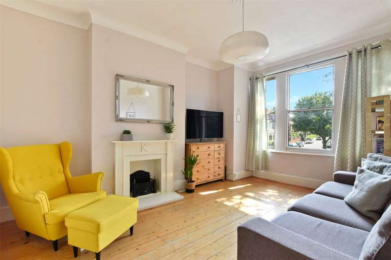 2 Bedrooms Flat for sale in Priory Road, Crouch End, London, N8