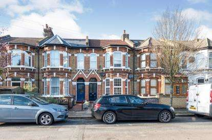 2 Bedrooms Flat for sale in Leytonstone, London, .