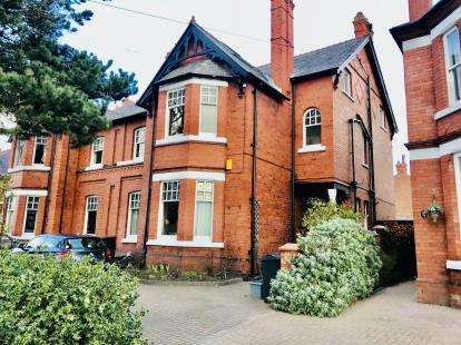 8 Bedrooms Semi Detached House for sale in Liverpool Road, Chester, Cheshire, CH2
