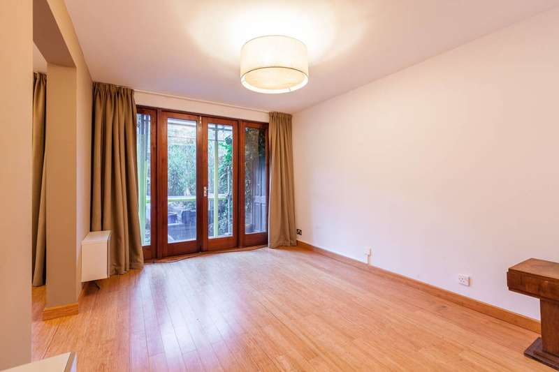 2 Bedrooms Maisonette Flat for sale in Goldman Close, Shoreditch, E2