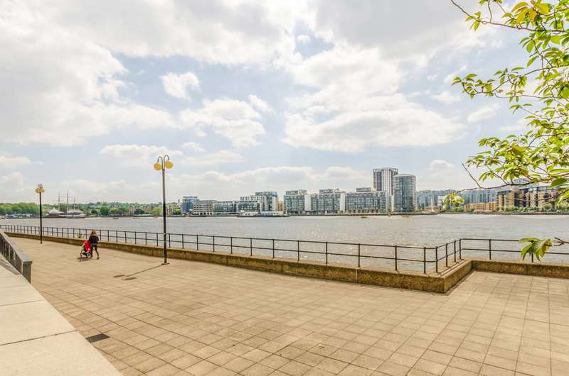 2 Bedrooms Flat for sale in Langbourne Place, Isle Of Dogs, E14