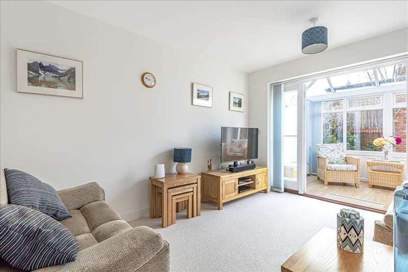 2 Bedrooms End Of Terrace House for sale in The Willows, Oakley