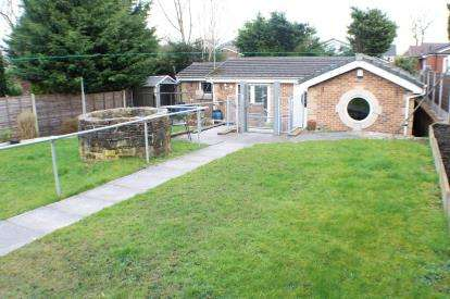 2 Bedrooms Bungalow for sale in Parr Fold, Unsworth, Bury, Greater Manchester, BL9