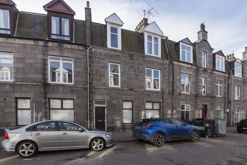 2 Bedrooms Flat for sale in Hollybank Place, Aberdeen, AB11 6XS