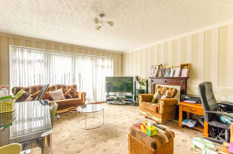 3 Bedrooms Maisonette Flat for sale in Staton Court, Beaumont Road, Leyton, E10