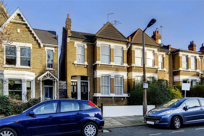 2 Bedrooms Flat for sale in Marlborough Road, Bowes Park, London