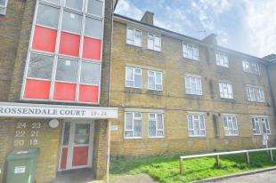2 Bedrooms Flat for sale in Rossendale Court, Dover Road, Folkestone, Kent