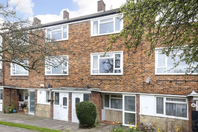 2 Bedrooms Maisonette Flat for sale in Carston Close London SE12
