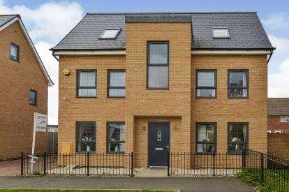 4 Bedrooms Detached House for sale in Ellerman Square, Brooklands, Milton Keynes, Buckinghamshire