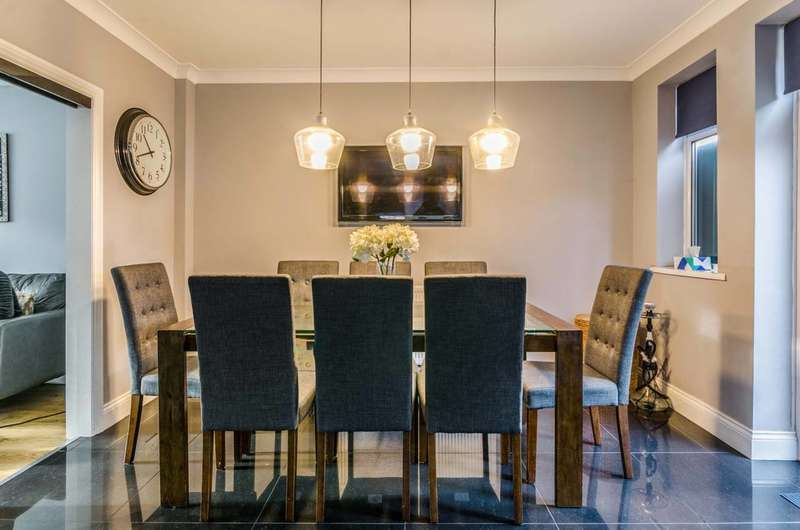 4 Bedrooms House for sale in Pollard Close, Docklands, E16