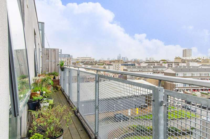 2 Bedrooms Flat for sale in Ursula Gould Way, Limehouse, E14