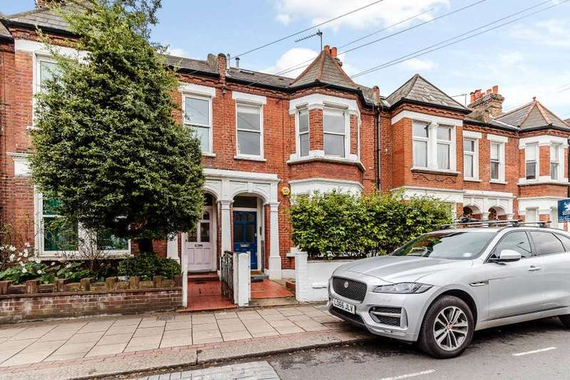 2 Bedrooms Flat for sale in Broomwood Road, Battersea, London, SW11