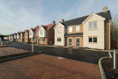 4 Bedrooms Semi Detached House for sale in Grove Lane, Chigwell, Essex