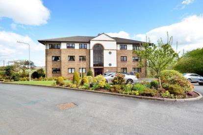 2 Bedrooms Flat for sale in Ravenscourt, Thorntonhall, South Lanarkshire