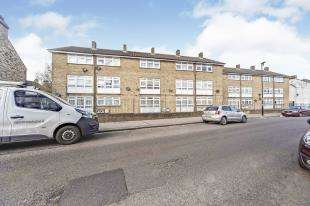 2 Bedrooms Flat for sale in Grasmere Road, South Norwood, London, .