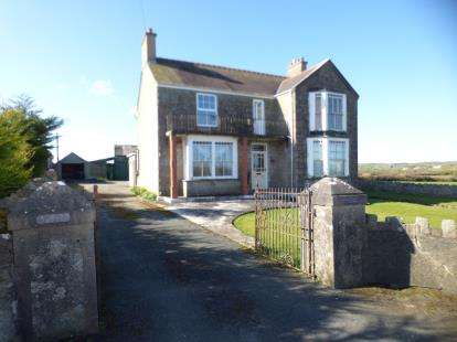 5 Bedrooms Detached House for sale in Pentraeth, Anglesey, North Wales, United Kingdom, LL75