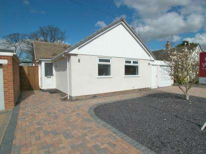 3 Bedrooms Bungalow for sale in Tithebarn Drive, Parkgate, Neston, Cheshire, CH64