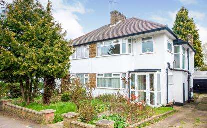 3 Bedrooms Semi Detached House for sale in Avenue Road, Southgate, London, .