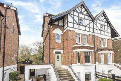 2 Bedrooms Flat for sale in St. Michaels, Willow Grove, Chislehurst