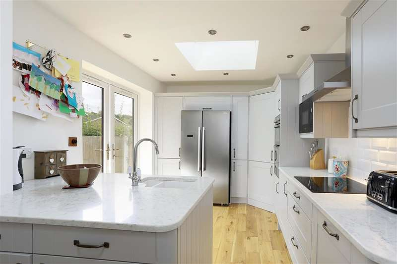 3 Bedrooms Detached House for sale in Applegarth, Dawes Road, Dunkirk