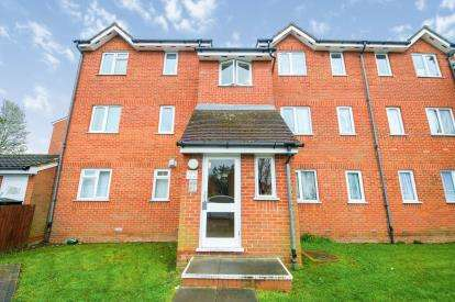 2 Bedrooms Flat for sale in Chaffinch Close, Lower Edmonton, London, Chaffinch Close Edmont