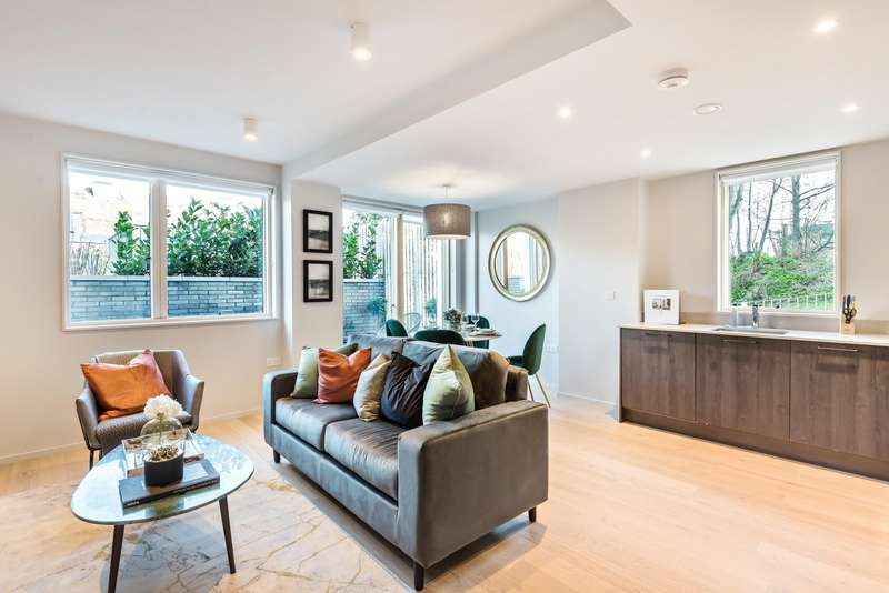 2 Bedrooms Flat for sale in The Marziale, Streatham, SW16